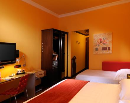 Come to Genoa to visit the biggest Aquarium in Europe, book your room at Best Western Plus City Hotel